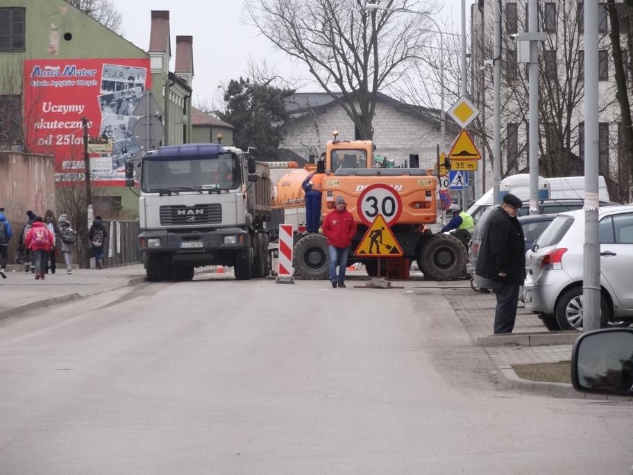 Utrudnienie na drodze 11 listopada, chwilami droga jest zamknięta